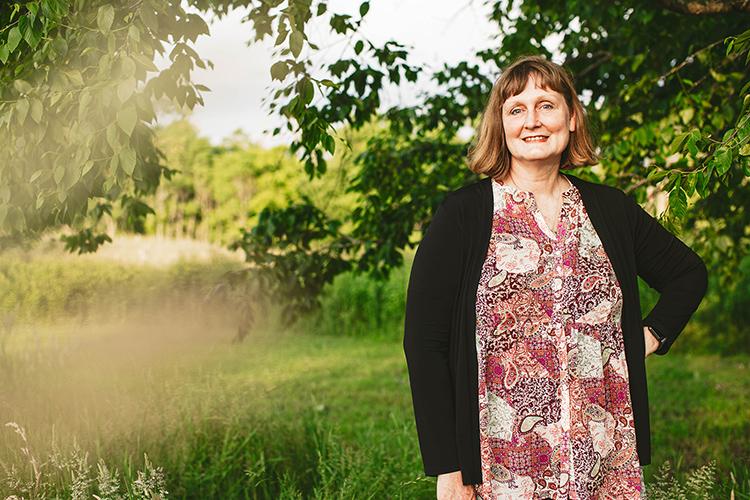 woman posing in green field